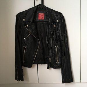 Vegan Leather Black Jacket 🌱